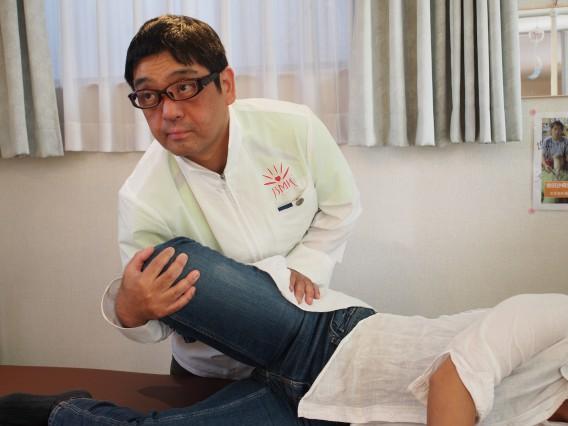 美脚矯正施術シーン
